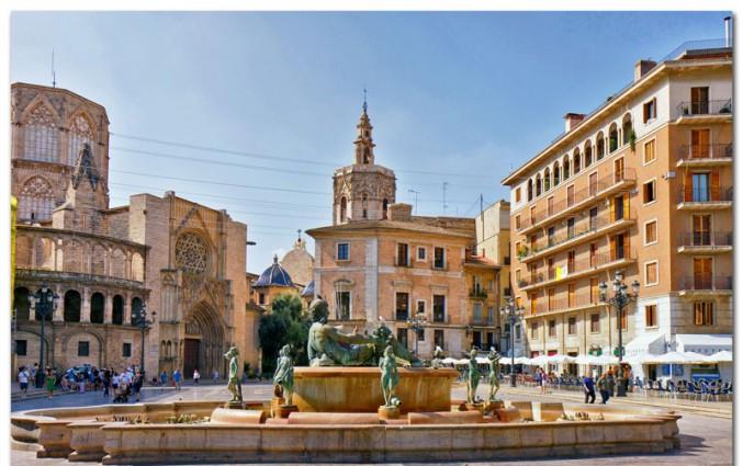 Stedentrip Valencia - Plaza de la Virgen.jpg