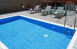 Buitenzwembad van Hotel Catalonia Sagrada Familia in Barcelona