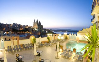 Zwembad van Hotel Pergola Club