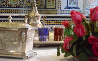 Tafel met thee bij Hotel Diwane Marrakech