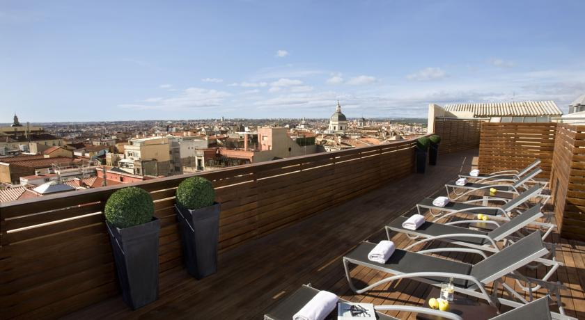 Uitzicht vanaf dakterras hotel Cortezo in Madrid