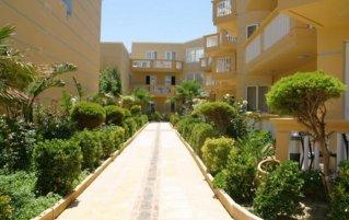 Tuin met bomen van appartementen Furtura vakantie Kreta