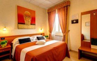 Tweepersoonskamer met bed in Hotel Parker in Rome