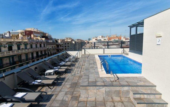 Dakterras met buitenzwembad van hotel Sunotel Club Central in Barcelona