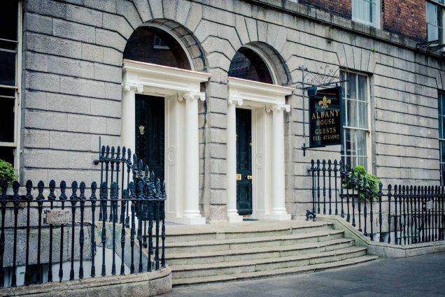 Vooraanzicht van Hotel Albany House in Dublin