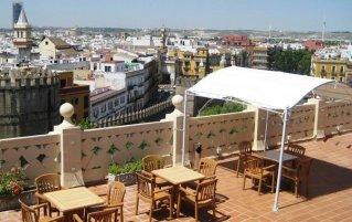 Terras van hotel Sevilla Macarena in Sevilla