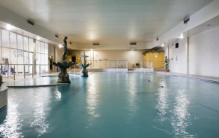 binnenzwembad van hotel en leisure centre sheldon park Dublin