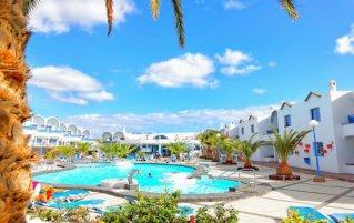Zonneterras en zwembad van Appartementen Puerto Carmen Lanzarote