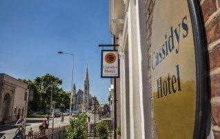 Bord bij de ingang van Hotel Cassidys in Dublin