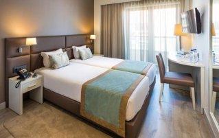Tweepersoonskamer met twee aparte bedden van Hotel Empire Lisbon in Lissabon