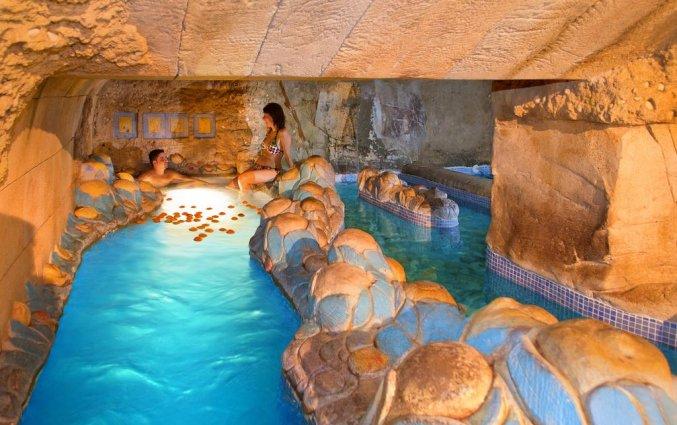 Binnenzwembad van Hotel Senator Gran Vía 70 Spa in Madrid