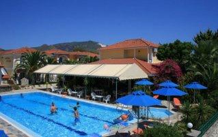 Buitenzwembad van Hotel Metaxa op Zakynthos
