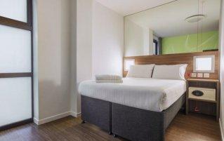 Tweepersoonskamer met tweepersoonsbed in Hotel Point A Londen Liverpool Street