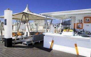 Bar en terras van hotel Soho Bahía in Malaga
