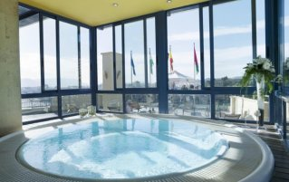 hot tub dakterras Hotel MS Maestranza Málaga