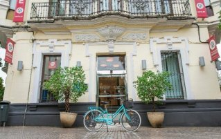 Ingang Hotel Petite Palace Canalejas in Seville