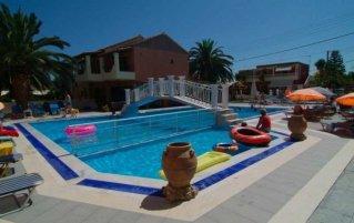Zwembad van Olga's hotel & Pool op Corfu