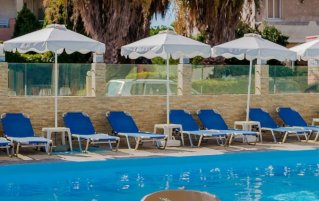 Zwembad van hotel Esmeralda op Rhodos