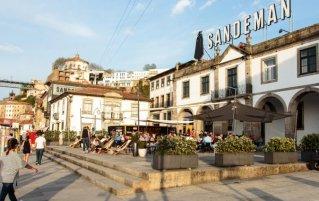 Buitenkant van Hostel & Suites The house of Sandeman stedentrip Porto
