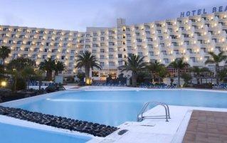 Buitenzwembad van Hotel Beatriz Costa en Spa op Lanzarote