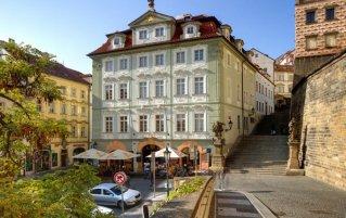 Voorkant van Hotel Golden Star in Praag