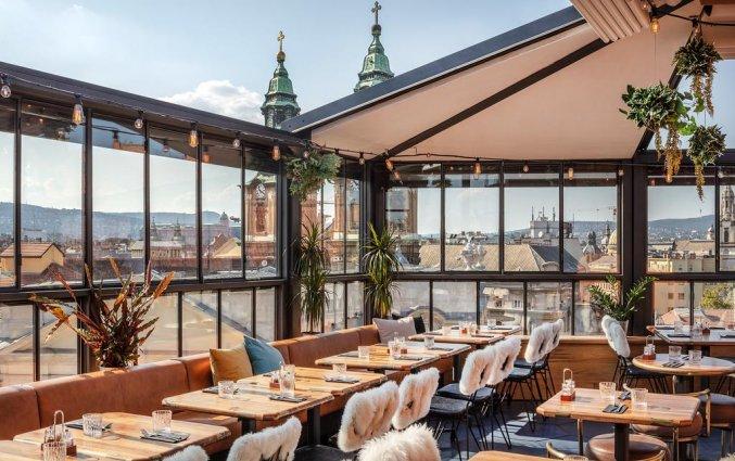 Dakterras met uitzicht vanaf hotel Rum in Budapest