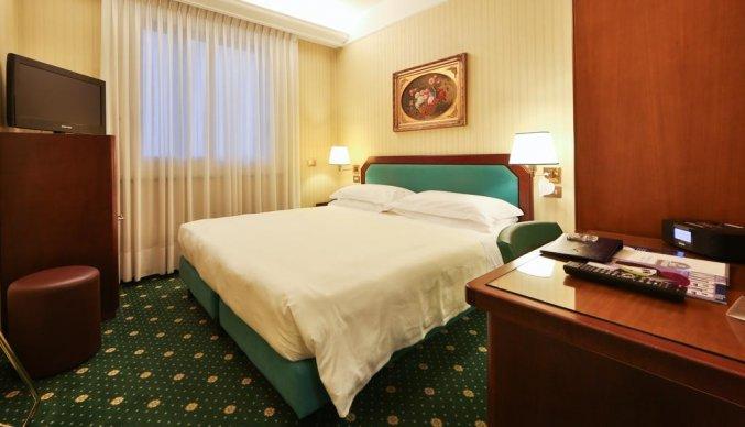 Tweepersoonskamer van hotel Astoria in Milaan