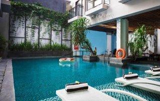 Buitenzwembad van Hotel Liberta Seminyak op Bali