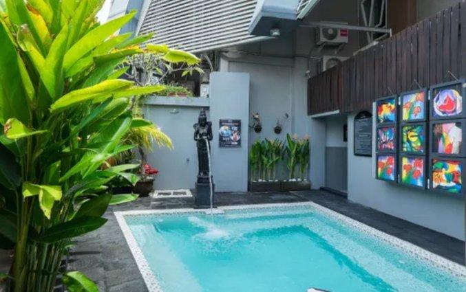 Buitenzwembad van Hotel NEO Jelantik op Bali