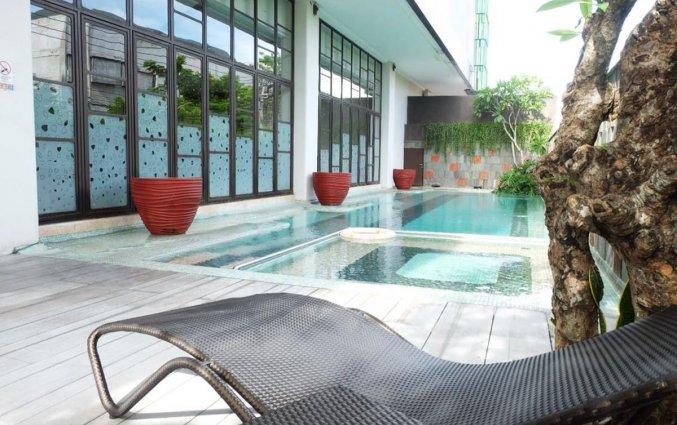 Zwembad van Hotel Grand Livio op Bali