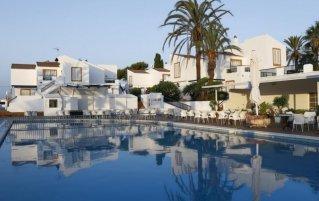 Buitenzwembad van Appartementen Roc Lago Park op Menorca