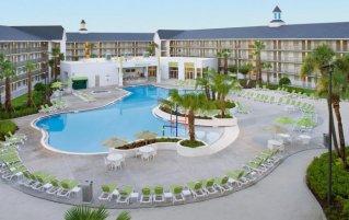 Zwembad van Avanti International