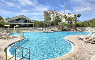 Zwembad van resort Enclave Suites