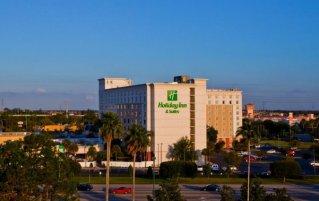 Vooraanzicht van hotel Holiday Inn & Suites