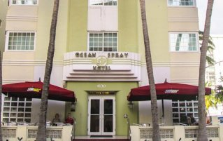 Ingang Hotel Ocean Spray in Florida