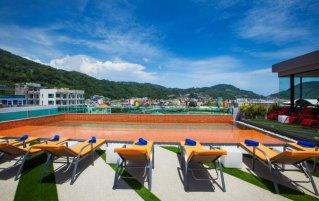 the crib patong hotel zwembad