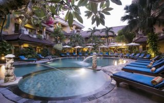Zwembad van Resort en Spa Parigata