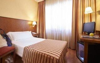 Slaapkamer van hotel Casón Del Tormes in Madrid