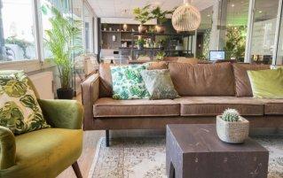 Lounge van Hotel Court Garden Ecodesigned in Den Haag