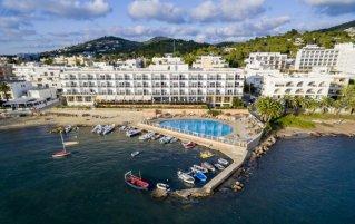 Gebouw van hotel Simbad in Ibiza