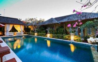 Zwembad van hotel Aleesha Villas in Bali