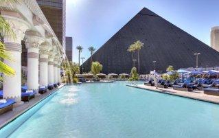 Zwembad van hotel Luxor & Casino