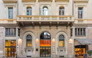 Ingang van hotel Room Mate Giuliain Milaan
