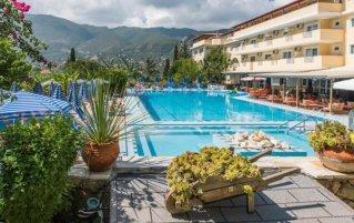 Zwembad van hotel Koukounaria in Zakynthos