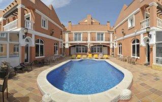Zwembad van hotel Lloyds Beach Club in Alicante