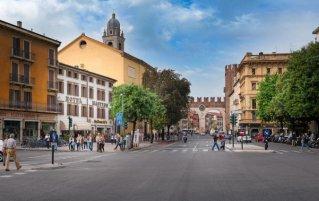 Vooraanzicht van hotel Mastino in Verona