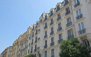 Vooraanzicht van hotel Kyriad Nice Gare