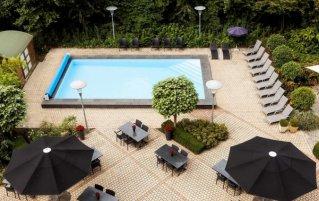 Buitenzwembad van Novotel Hotel Maastricht