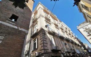 Gebouw van Hotel Neapolis in Napels