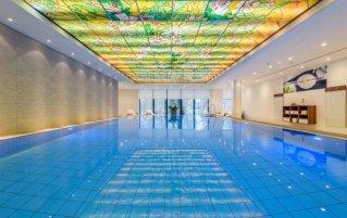 Binnenzwembad van Hotel Maritim in Bremen